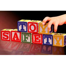 Безопасность превыше всего - как выбрать игрушку для маленького ребенка